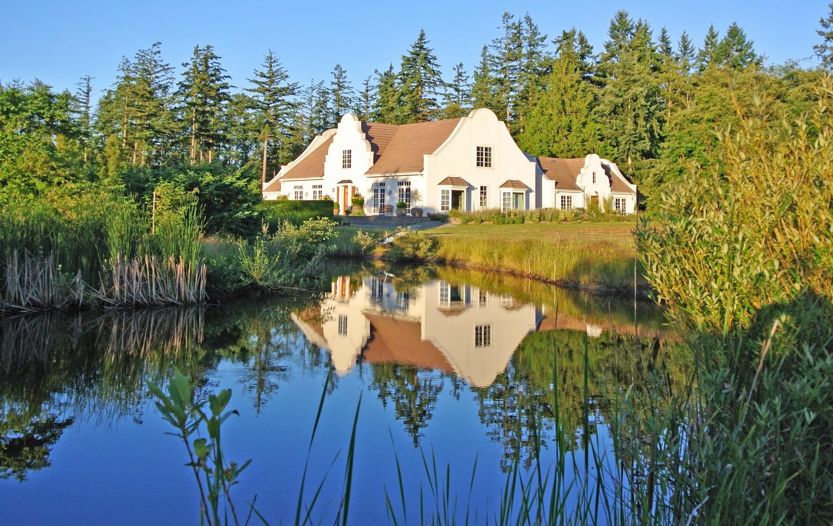 Single Family Home for Sale at Cape Dutch Masterpiece 14365 Leslie Lane Mount Vernon, Washington 98273 United States