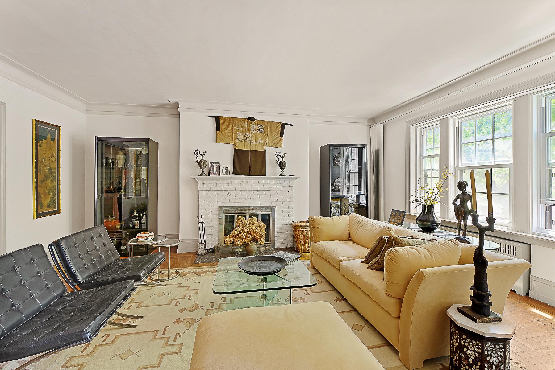 Nhà tập thể vì Bán tại Rare Prewar Classic Six 525 West 238 Street 1B Riverdale, New York, 10463 Hoa Kỳ