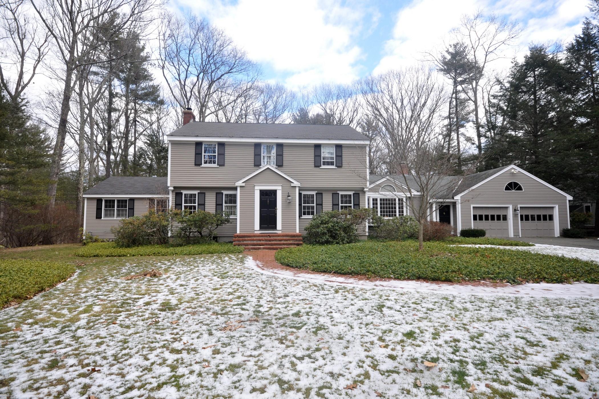Casa para uma família para Venda às Updated Classic Colonial 132 Park Lane Concord, Massachusetts, 01742 Estados Unidos