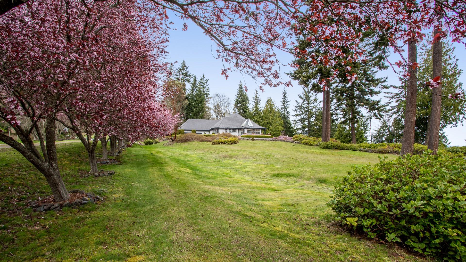 Casa Unifamiliar por un Venta en Waterfront Country Manor 164 Seagull Drive Port Angeles, Washington 98363 Estados Unidos