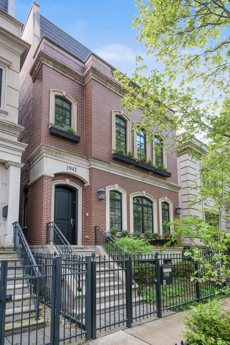 Single Family Home for Sale at Gorgeous Lincoln Park Home 1942 N Dayton Street Chicago, Illinois, 60614 United States