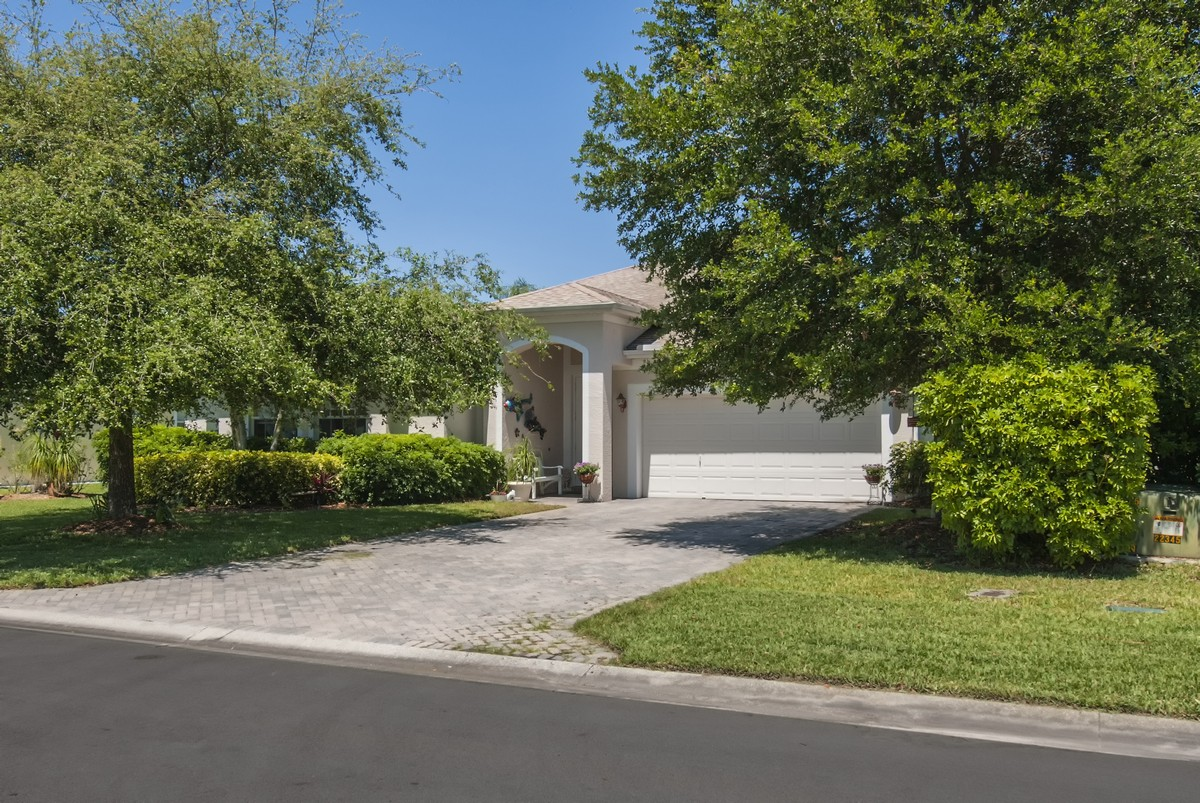 Single Family Home for Sale at Beautiful Four Bedroom Pool home 6010 46th Lane Vero Beach, Florida, 32967 United States