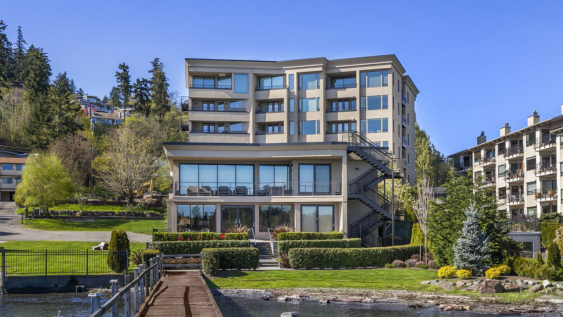 Condominium for Sale at Juanita Condo 9123 NE Juanita Dr #306 Kirkland, Washington 98034 United States
