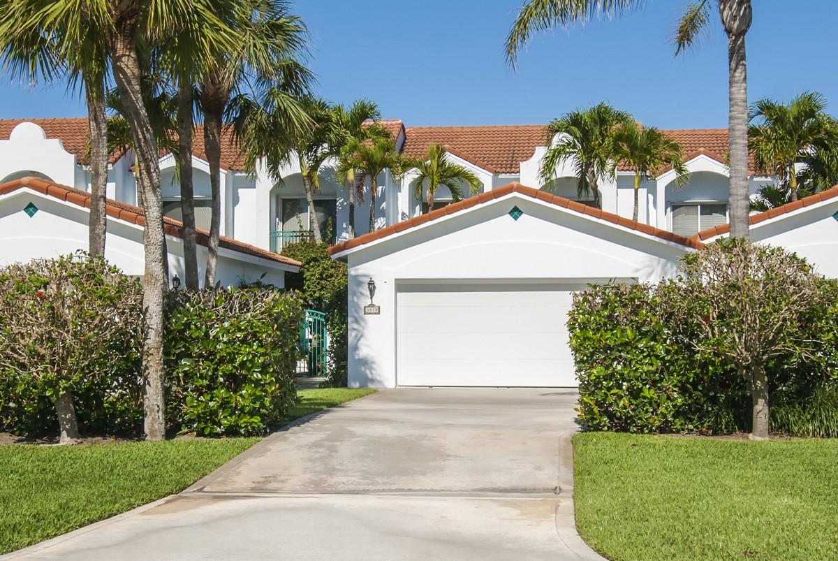 Residência urbana para Venda às Beautiful Mediterranean Style Town Home 3939 Silver Palm Drive Vero Beach, Florida, 32963 Estados Unidos