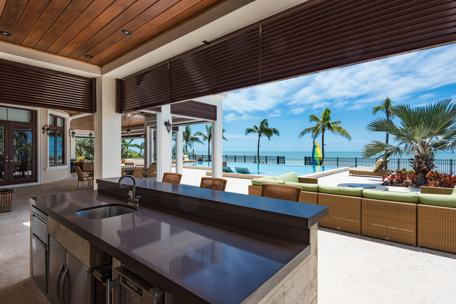 Additional photo for property listing at Happy Feet, Coral Harbour Coral Harbour, Nassau And Paradise Island Bahamas
