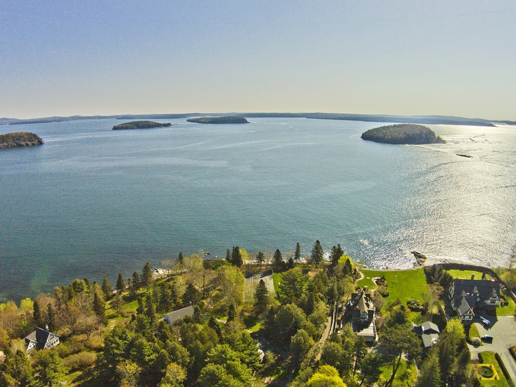 Vivienda multifamiliar por un Venta en Reef Point 1 Reef Point Bar Harbor, Maine, 04609 Estados Unidos