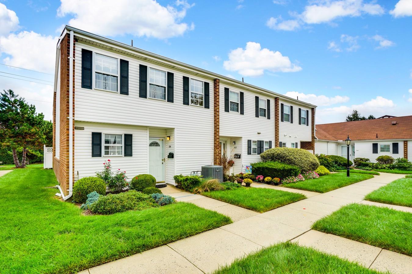 타운하우스 용 매매 에 Fairway Mews 104 Walnut Drive Spring Lake Heights, 뉴저지, 07762 미국