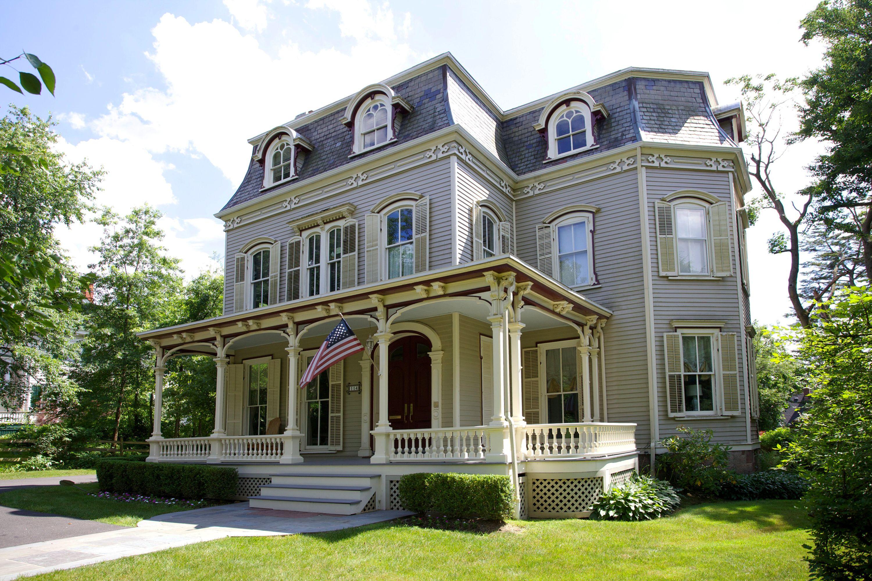 Maison unifamiliale pour l Vente à Stunning East Hill Colonial 114 Chestnut Street Englewood, New Jersey 07631 États-Unis