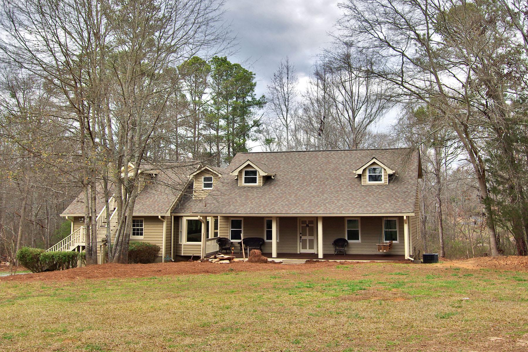 Nhà ở một gia đình vì Bán tại Beautiful Renovation on 2.87 +/- Private Acres 2985 Old Zion Cemetery Road Loganville, Georgia, 30052 Hoa Kỳ