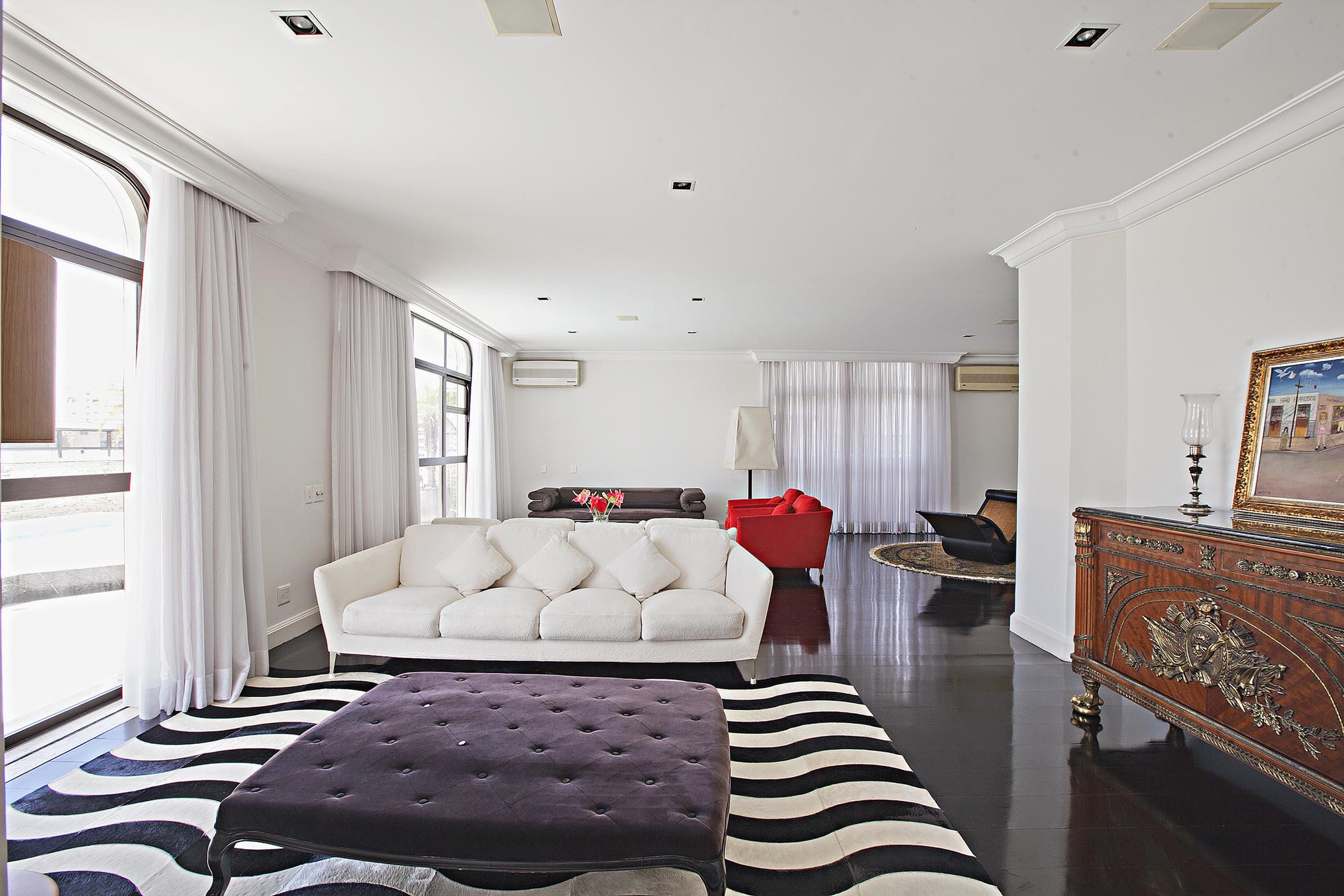 Single Family Home for Sale at Excellent penthouse in privileged location Alameda Ministro Rocha Azevedo Sao Paulo, Sao Paulo, 01410-001 Brazil
