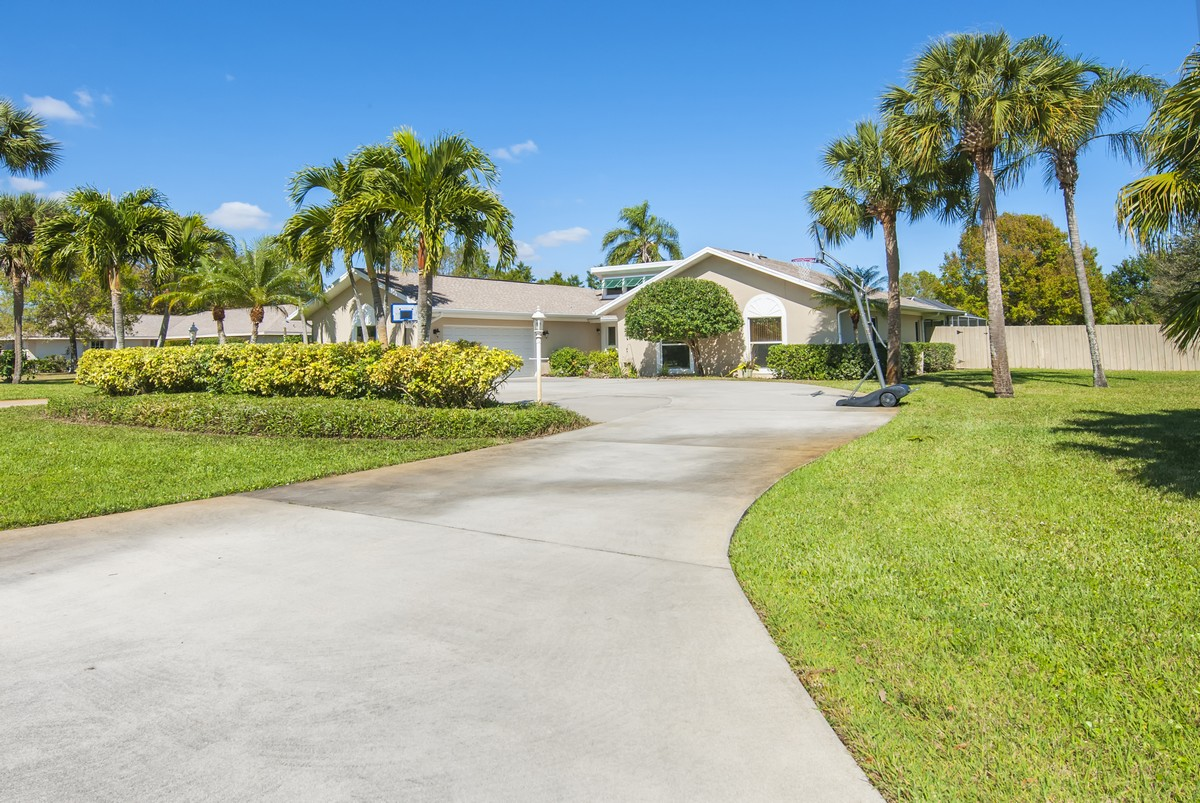 Single Family Home for Sale at Pool Home in Colonial Terrace 1116 7th Place Vero Beach, Florida, 32962 United States
