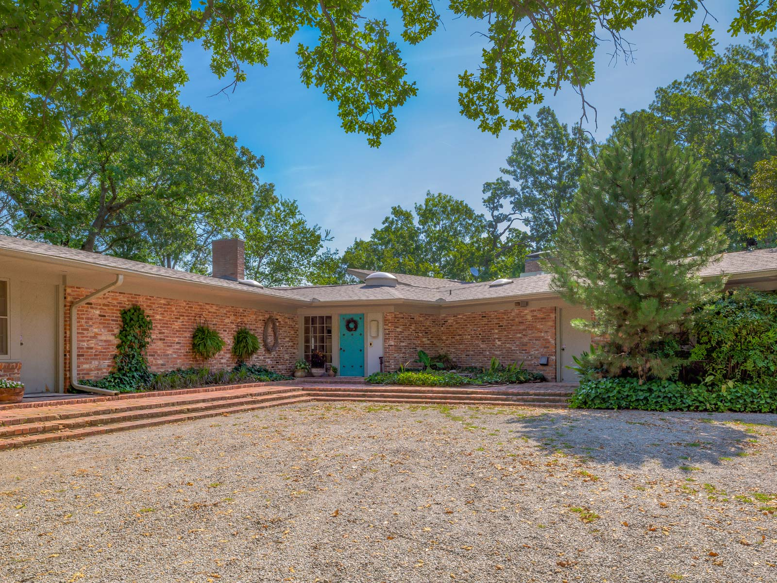Single Family Home for Sale at Bud Oglesby Design at Lake Texoma 472 Kirk Avenue Pottsboro, Texas 75076 United States