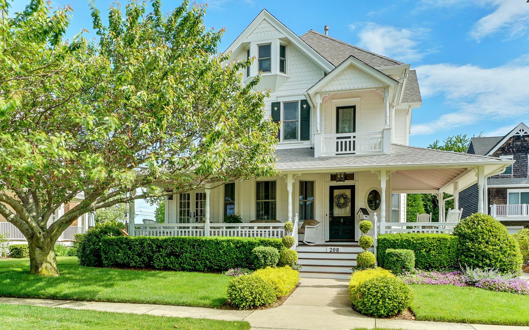 Частный односемейный дом для того Продажа на Unrivaled Victorian! 208 2nd Avenue Belmar, Нью-Джерси 07719 Соединенные Штаты
