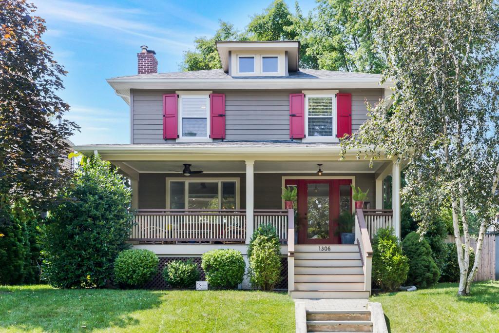 단독 가정 주택 용 매매 에 Modern Shore Colonial 1306 3rd Ave Asbury Park, 뉴저지 07719 미국