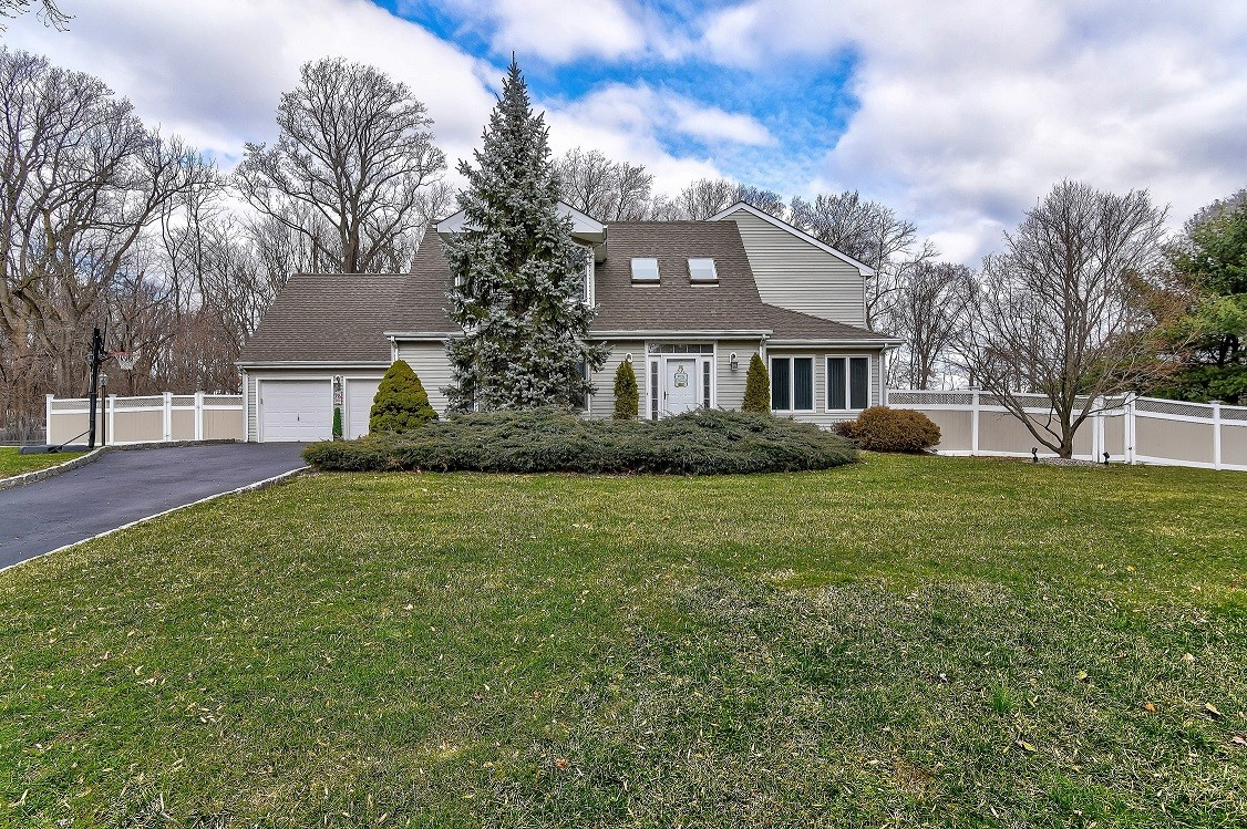 Single Family Home for Sale at 3 Winding Brook Way Middletown, New Jersey 07748 United States