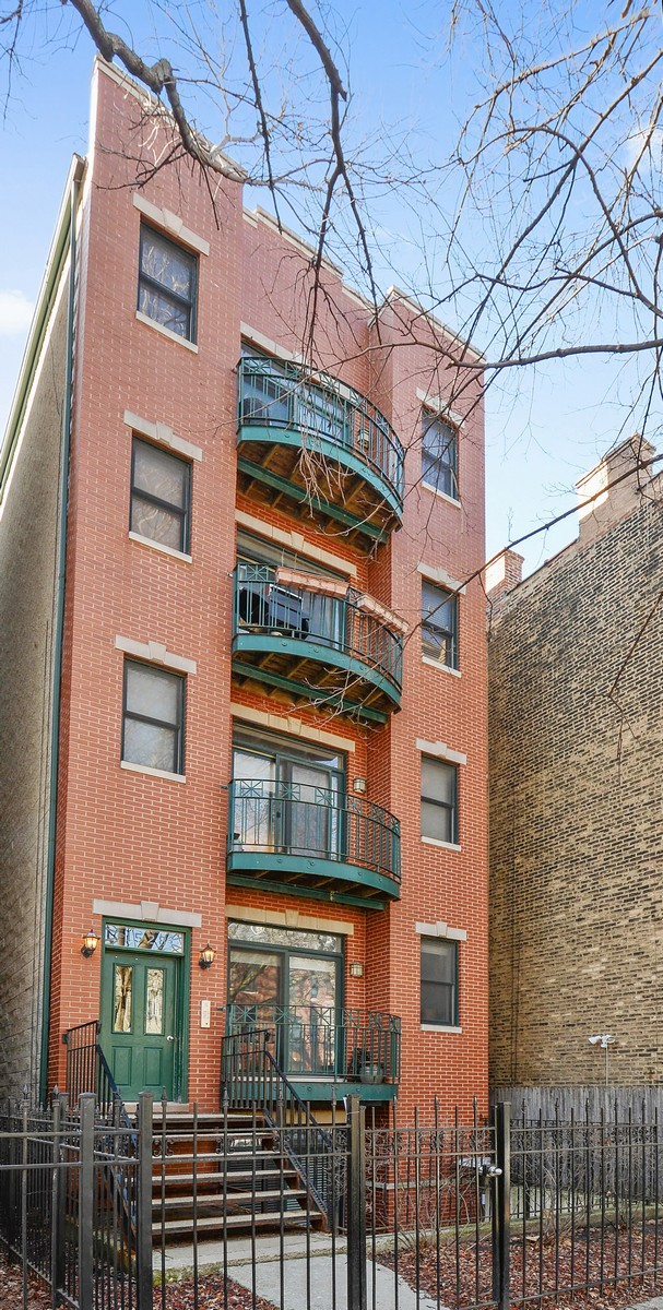 Copropriété pour l Vente à Three Bedroom in Great Location 1528 N Hudson Avenue Unit 1 Chicago, Illinois, 60610 États-Unis
