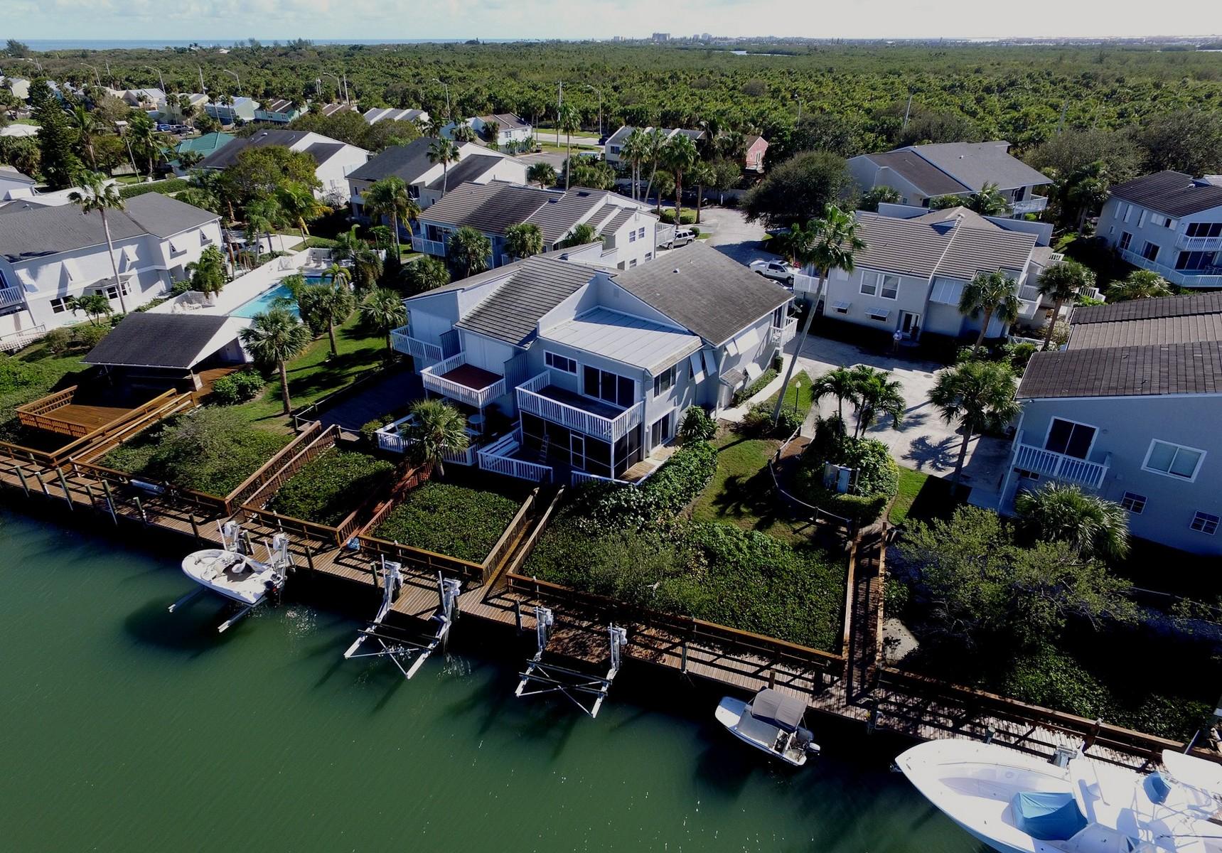 Maison accolée pour l Vente à 2496 Harbour Cove Drive Fort Pierce, Florida, 34949 États-Unis