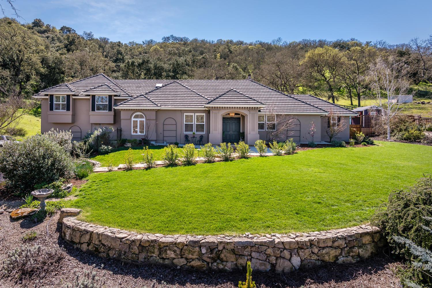 Einfamilienhaus für Verkauf beim Welcome Home! 6400 San Gabriel Road Atascadero, Kalifornien, 93422 Vereinigte Staaten