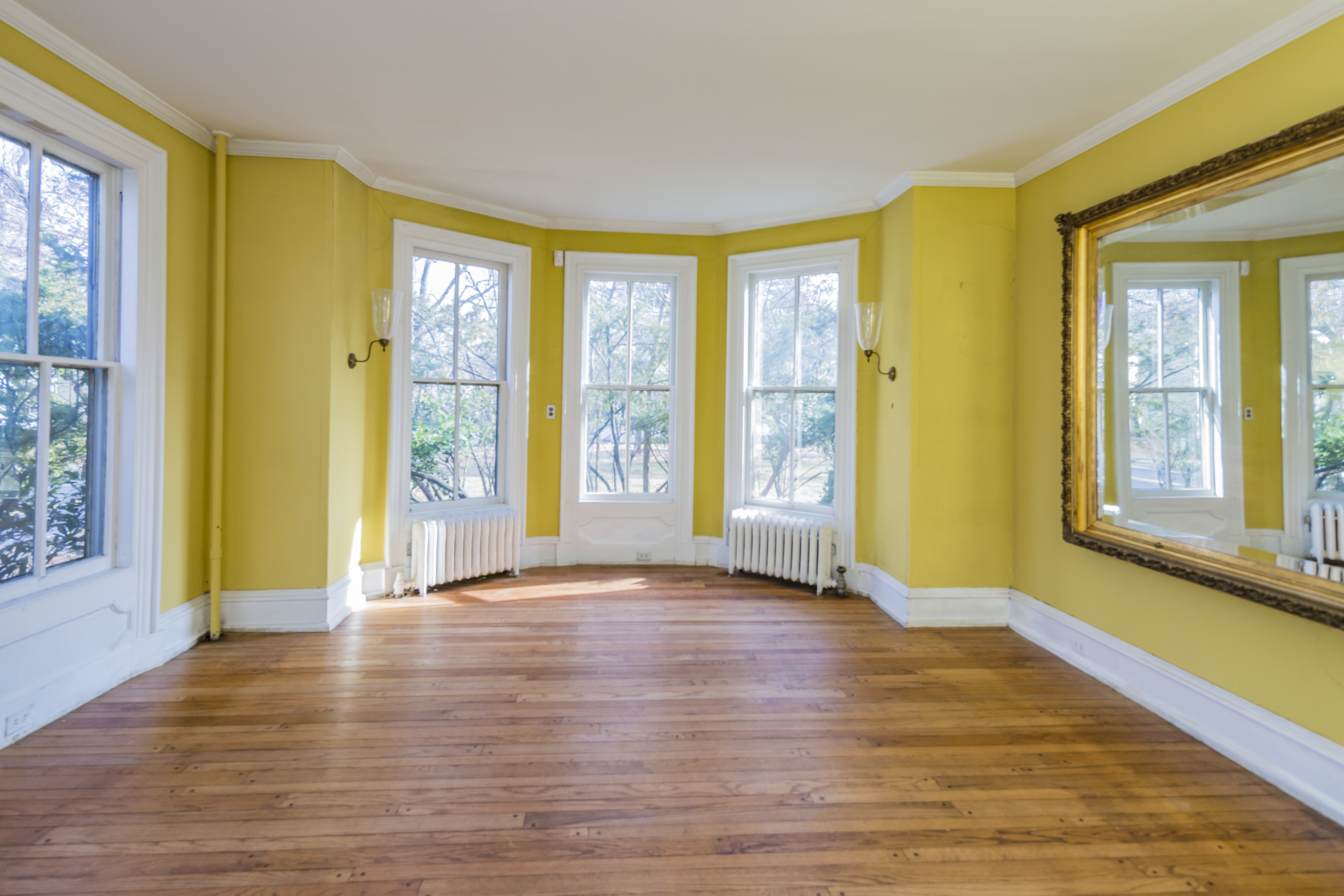 Additional photo for property listing at Calling All Historic Home Lovers 16 East Delaware Avenue Pennington, New Jersey 08534 United States