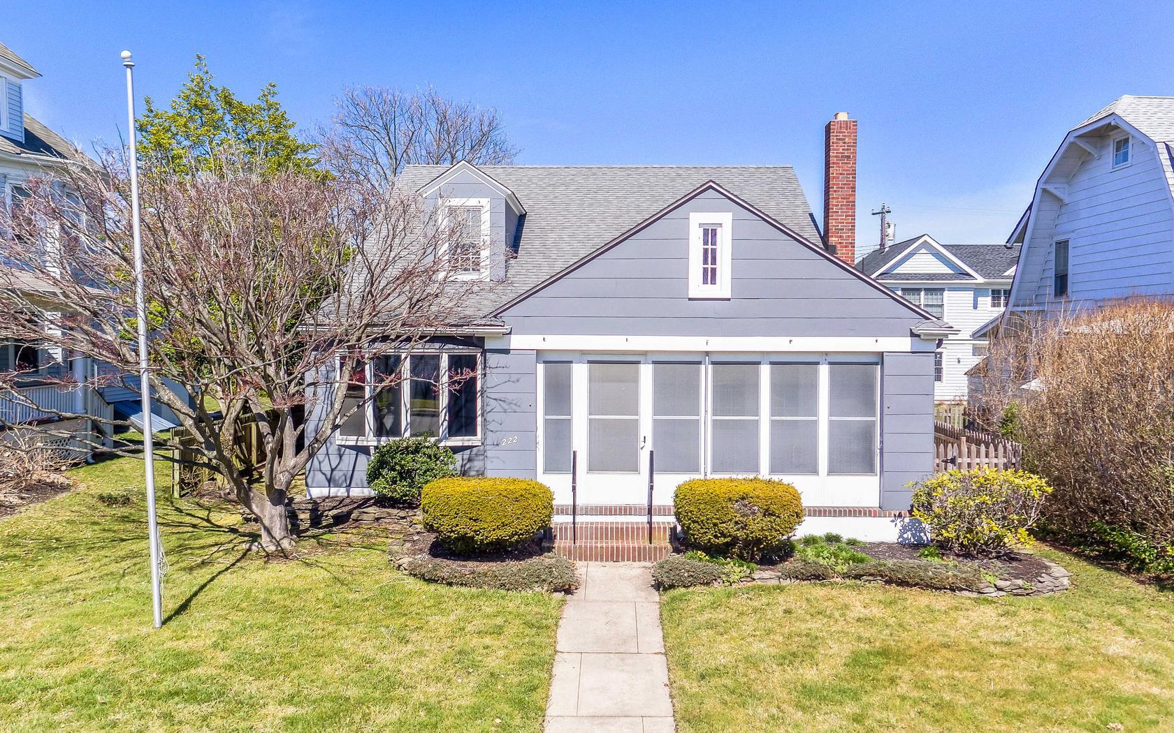 Maison unifamiliale pour l Vente à Avon Custom Cape 222 Washington Avenue Avon By The Sea, New Jersey, 07717 États-Unis