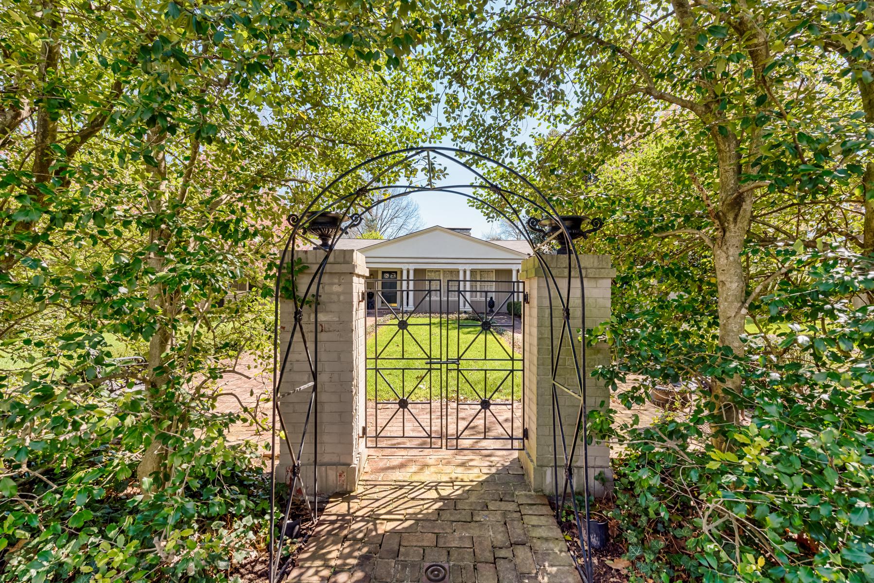 獨棟家庭住宅 為 出售 在 Ridgelynn Dr 1136 Ridgelynn Drive Ladue, 密蘇里州, 63124 美國
