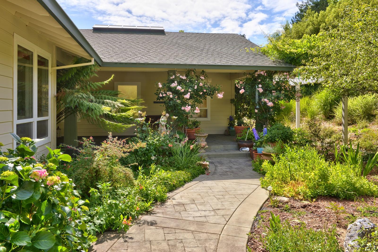 Частный односемейный дом для того Продажа на Gardner's Delight 3750 Deer Meadow Lane Occidental, Калифорния 95465 Соединенные Штаты