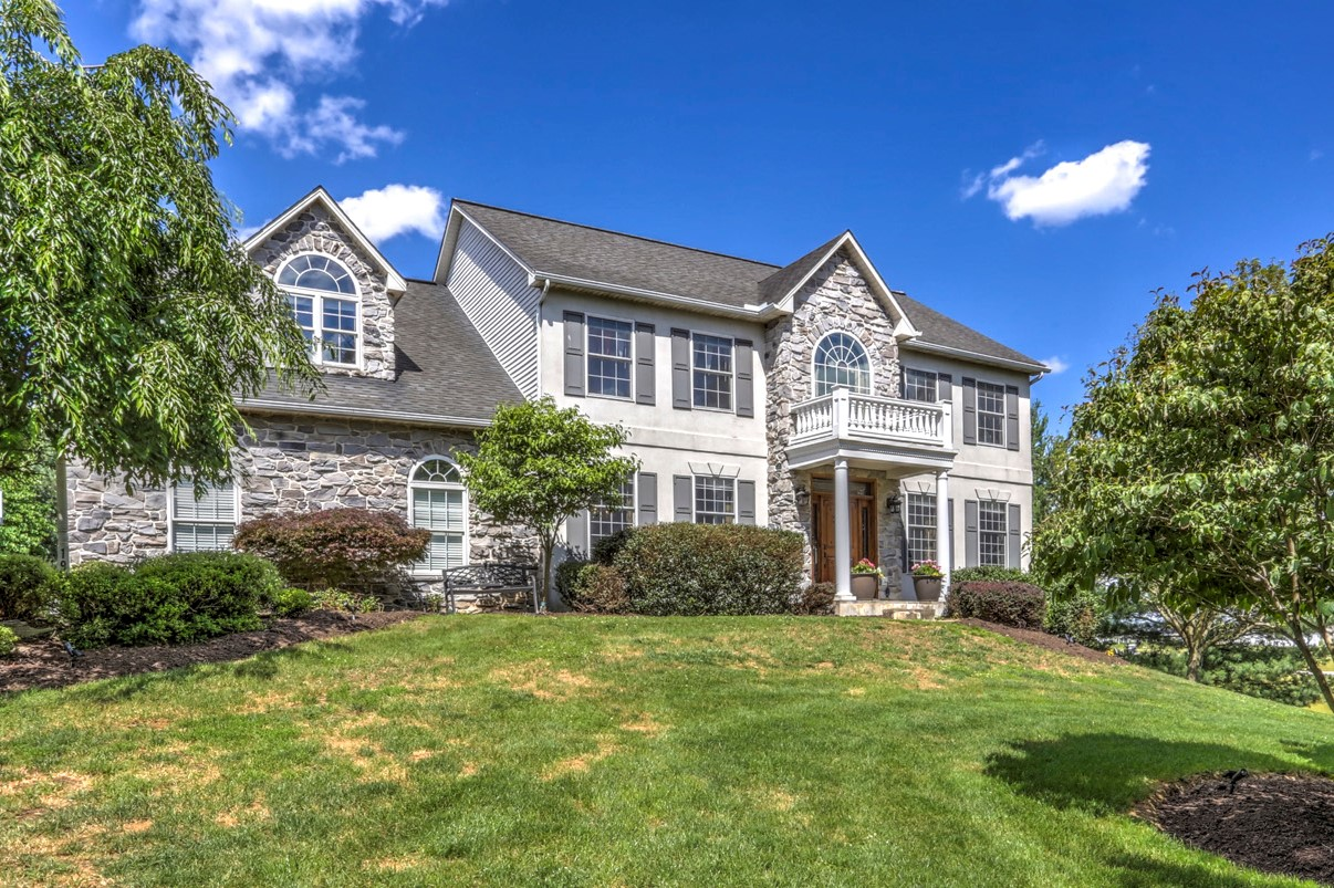Single Family Home for Sale at 195 W Millport Rd 195 W Millport Rd Lititz, Pennsylvania 17543 United States