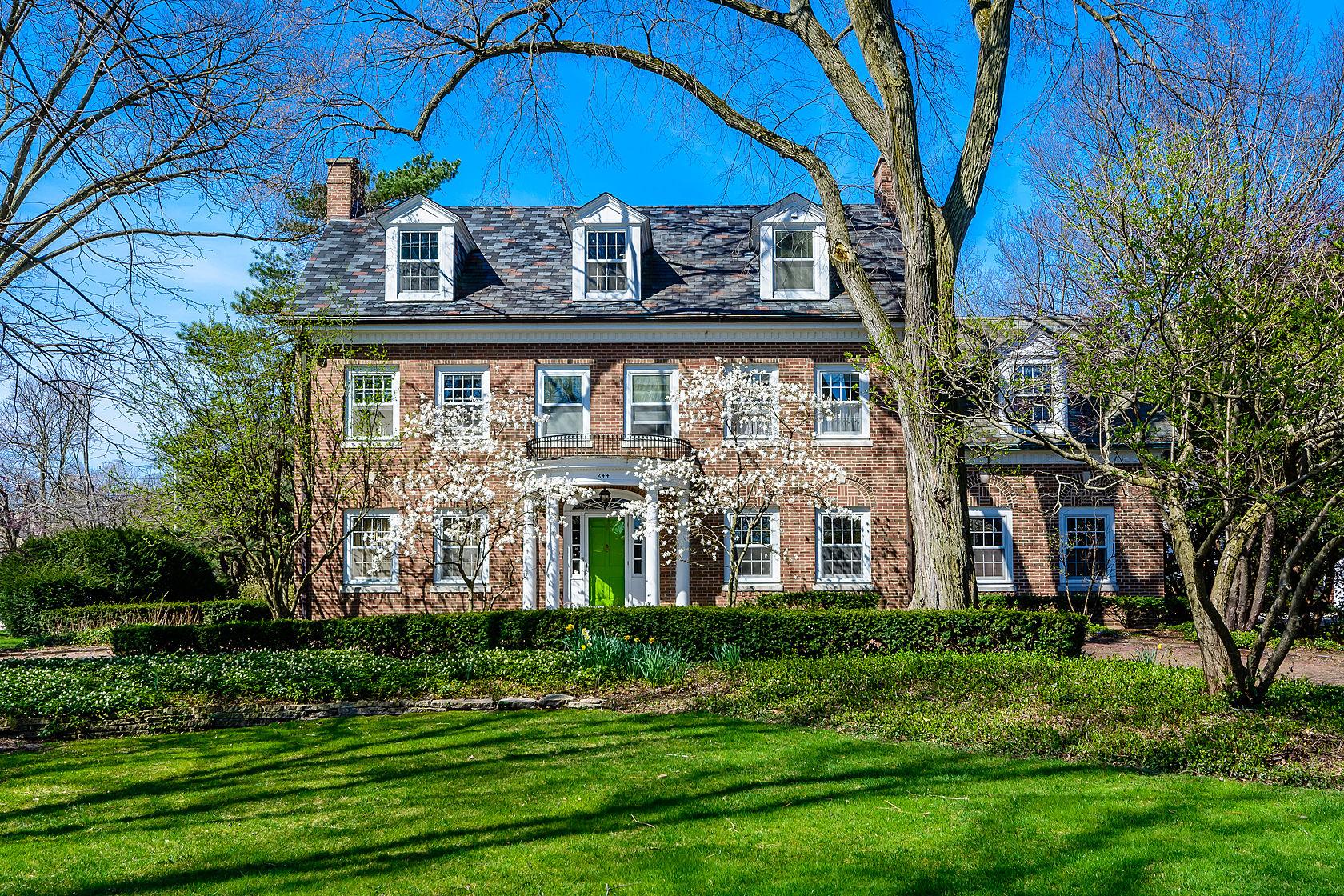 Maison unifamiliale pour l Vente à 644 S. County Line Road, Hinsdale Hinsdale, Illinois, 60521 États-Unis