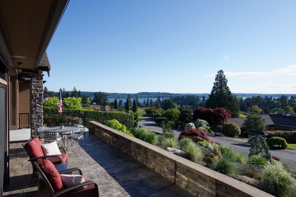 Villa per Vendita alle ore Exquisite Vuecrest Estate 9368 Vineyard Crst Bellevue, Washington, 98004 Stati Uniti