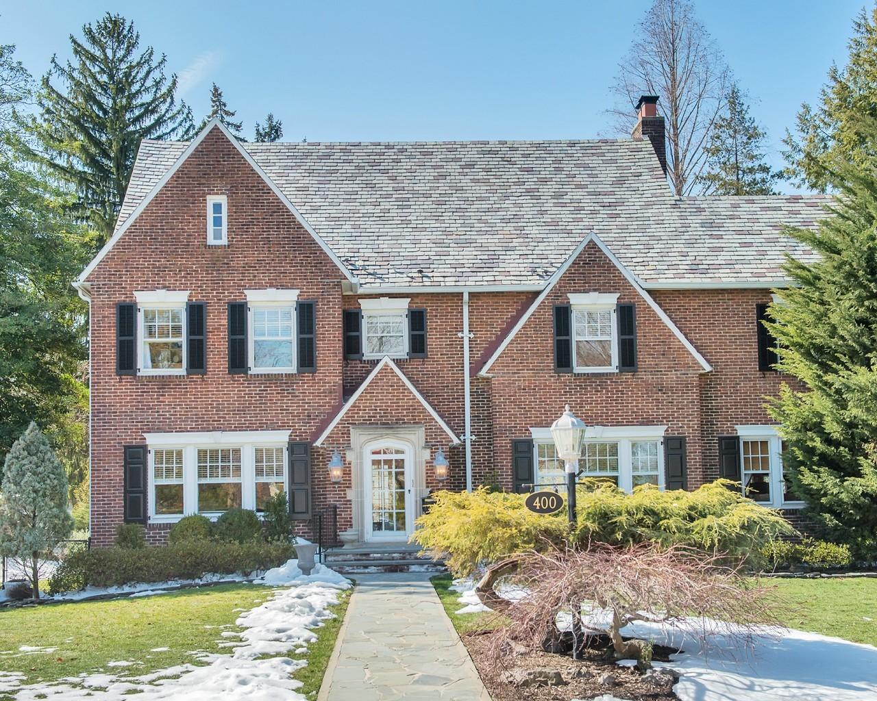 Maison unifamiliale pour l Vente à Signature Glen Ridge Home 400 Ridgewood Avenue Glen Ridge, New Jersey 07028 États-Unis