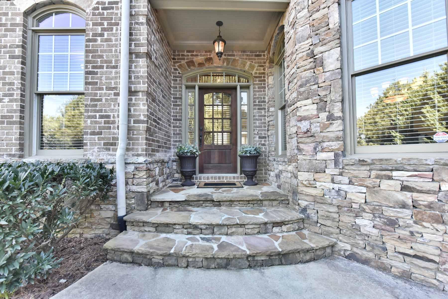 단독 가정 주택 용 매매 에 Custom Built Home With Finished Basement And Saltwater Pool 4420 Sandy Plains Road Marietta, 조지아, 30066 미국
