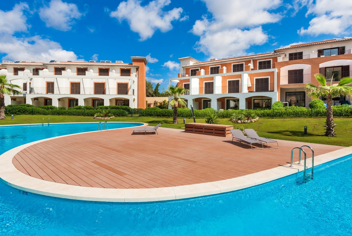 獨棟家庭住宅 為 出售 在 New townhouses near the beach Camp de Mar for sale Camp De Mar, 馬婁卡, 西班牙