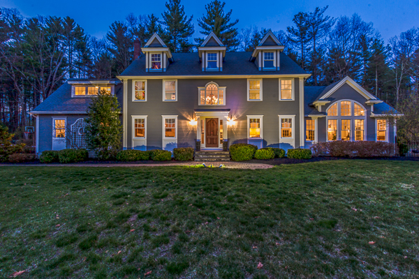 Maison unifamiliale pour l Vente à Elegant Colonial on Private Lot 14 Plumbley Road Upton, Massachusetts, 01568 États-Unis