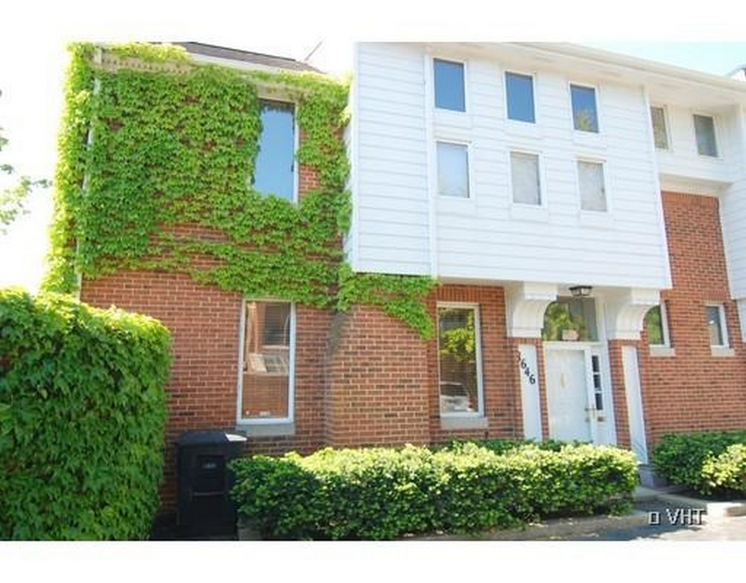 多棟聯建住宅 為 出售 在 Sunny and Bright End-Unit Townhome 1646 N Larrabee Street Chicago, 伊利諾斯州, 60614 美國