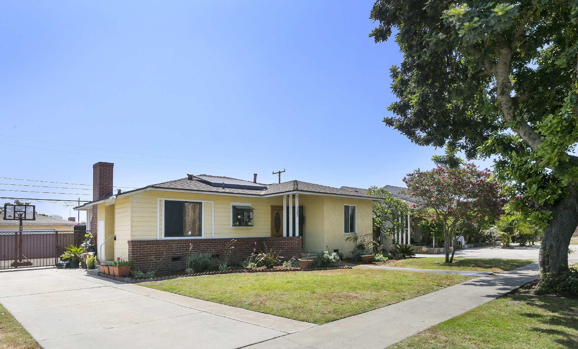Single Family Home for Sale at 3102 N Bellflower Bl, Long Beach 90808 3102 N Bellflower Blvd Long Beach, California, 90808 United States