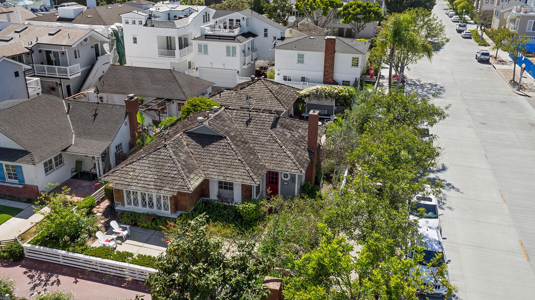 Частный односемейный дом для того Продажа на 429 Belvue Ln Newport Beach, Калифорния, 92661 Соединенные Штаты