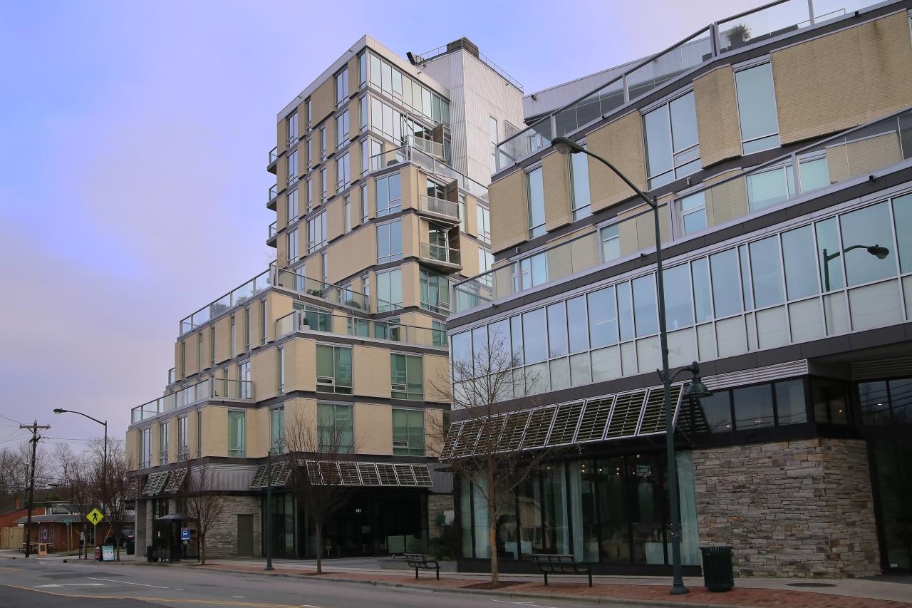 Copropriété pour l Vente à Greenbridge Condominiums 601 W Rosemary Street #420 Chapel Hill, Carolina Du Nord, 27516 États-UnisDans/Autour: Cary, Durham, Raleigh