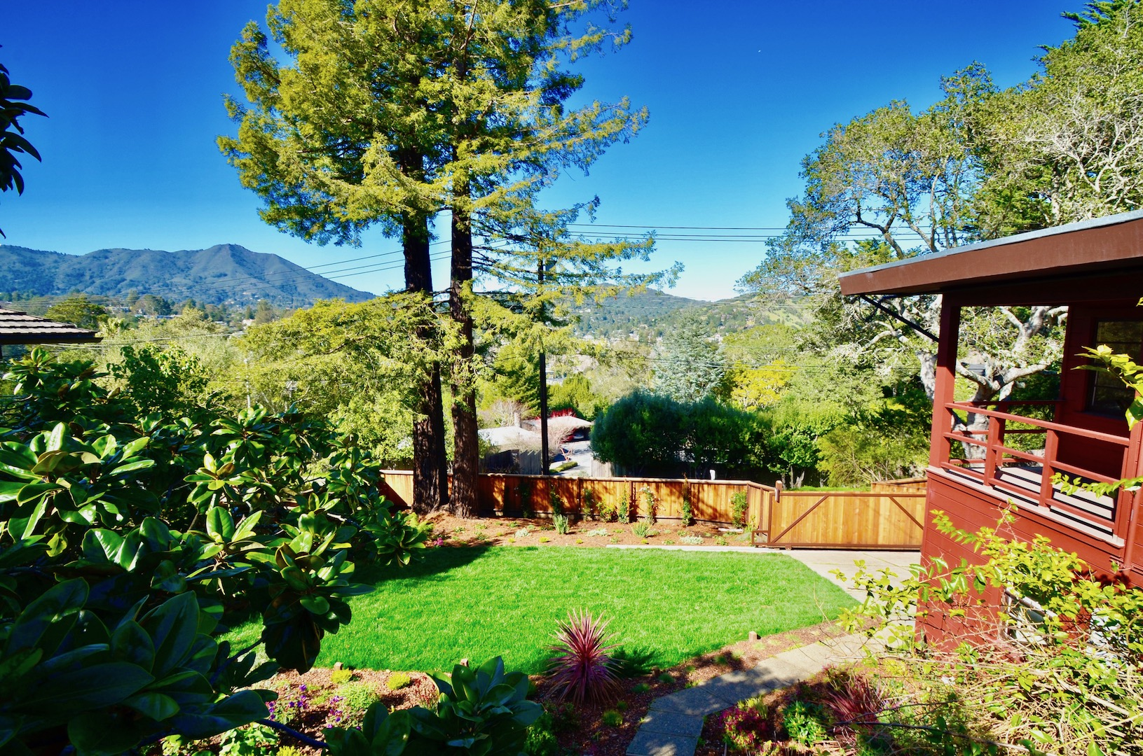 Einfamilienhaus für Verkauf beim Beautiful Mid Century Home with Modern Sophistication 102 Homestead Boulevard Mill Valley, Kalifornien, 94941 Vereinigte Staaten