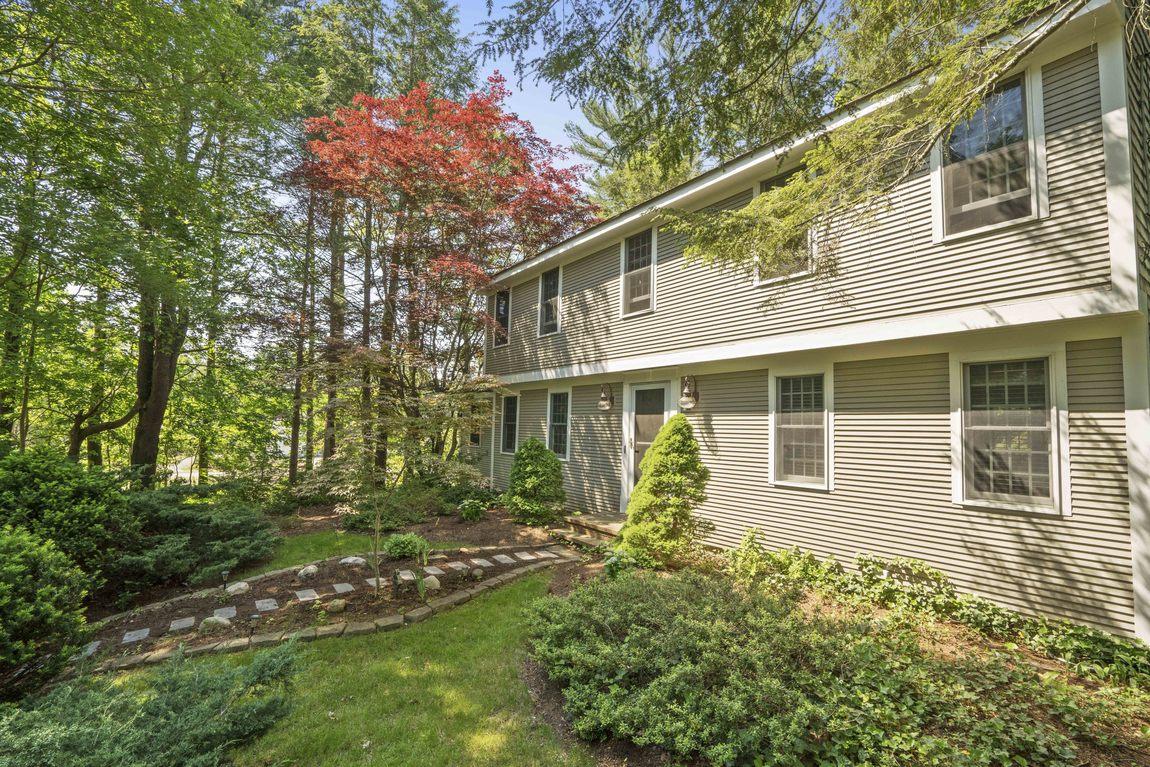 Частный односемейный дом для того Продажа на Colonial 98 Bow St Duxbury, Массачусетс, 02332 Соединенные Штаты