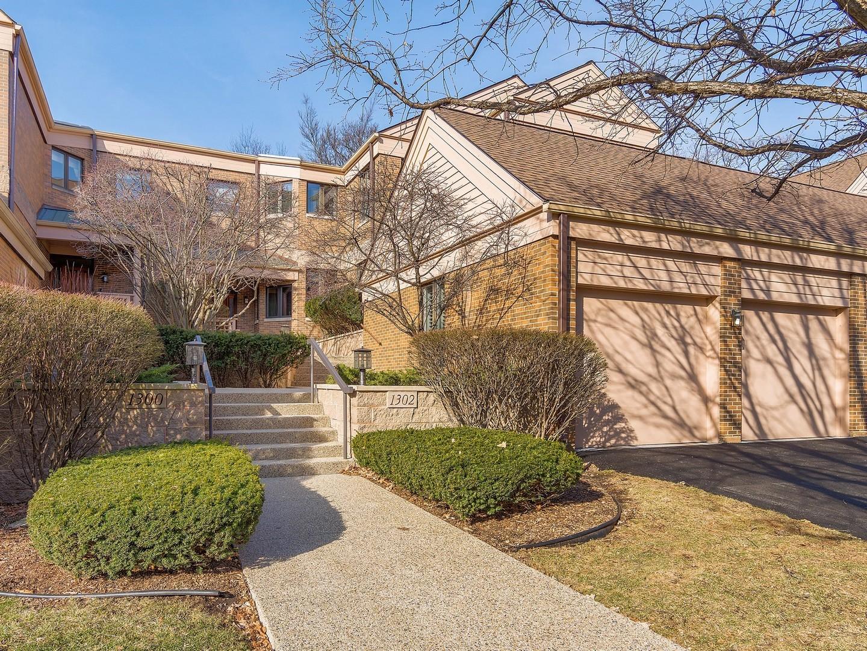 Maison unifamiliale pour l Vente à 1302 Hawthorne Ln 1302 Hawthorne Ln Unit 1302 Hinsdale, Illinois, 60521 États-Unis