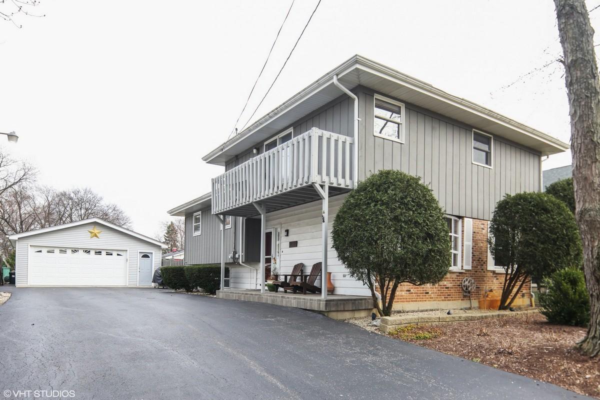 Maison unifamiliale pour l Vente à 6713 High Road Darien, Illinois, 60561 États-Unis