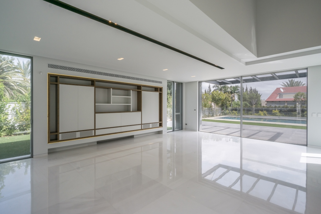 Additional photo for property listing at Stylish modern architectural design villa Kfar Shmaryahu, Israel Israel