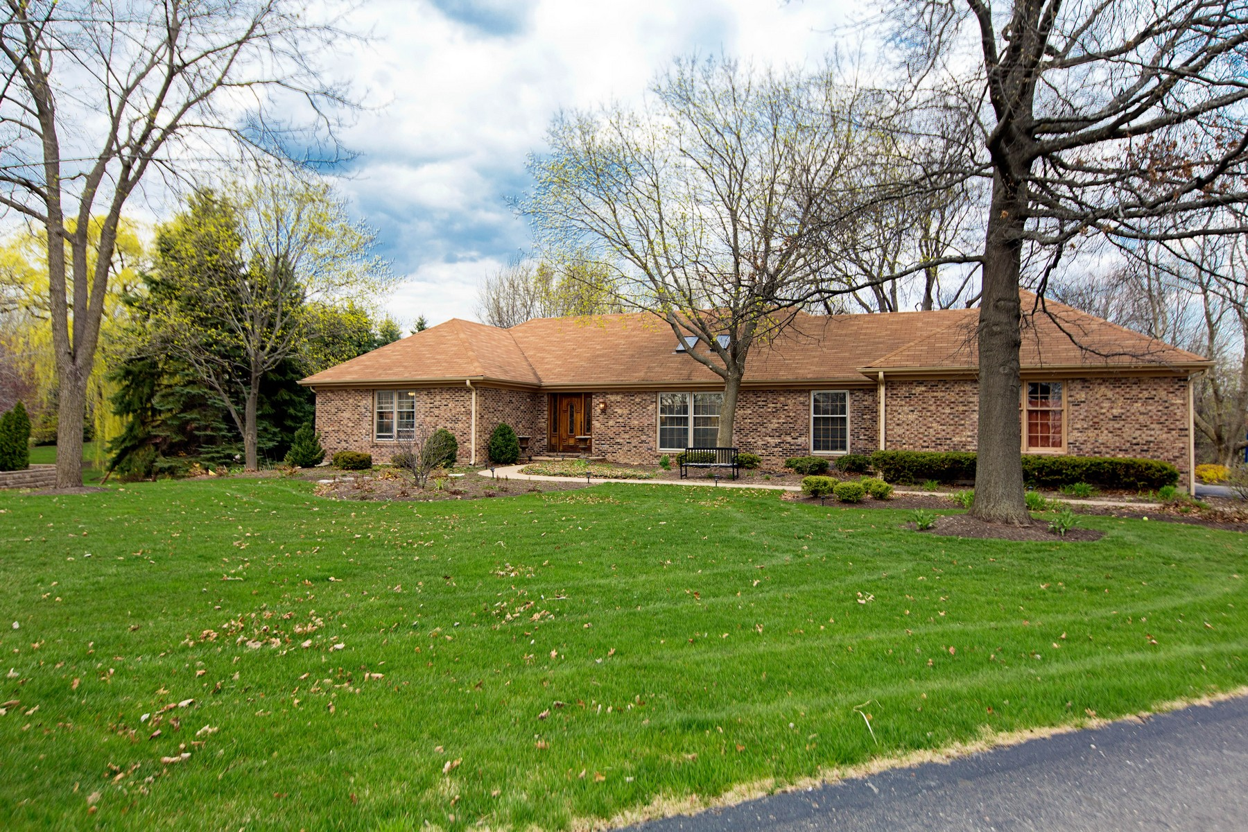 Casa para uma família para Venda às Quaint Ranch in The Coves of South Barrington 14 Turning Shore Drive South Barrington, Illinois, 60010 Estados Unidos