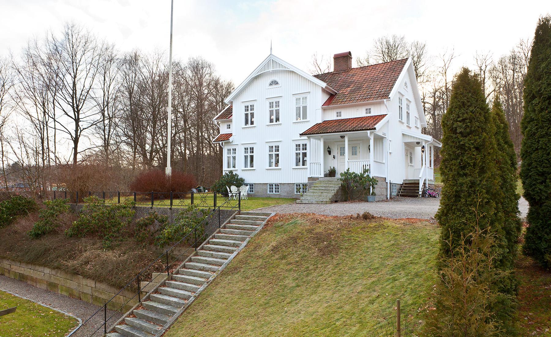 Single Family Home for Sale at Willa Vidablick Strömstadsvägen 15 A Other Vastra Gotaland, Vastra Gotaland, 45530 Sweden