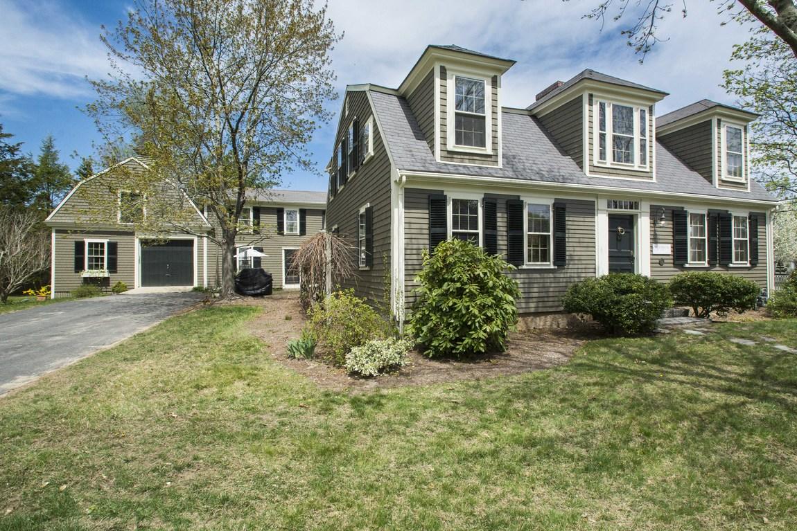 Maison unifamiliale pour l Vente à Gambrel/Dutch 1 Bumblebee Lane Duxbury, Massachusetts, 02332 États-Unis