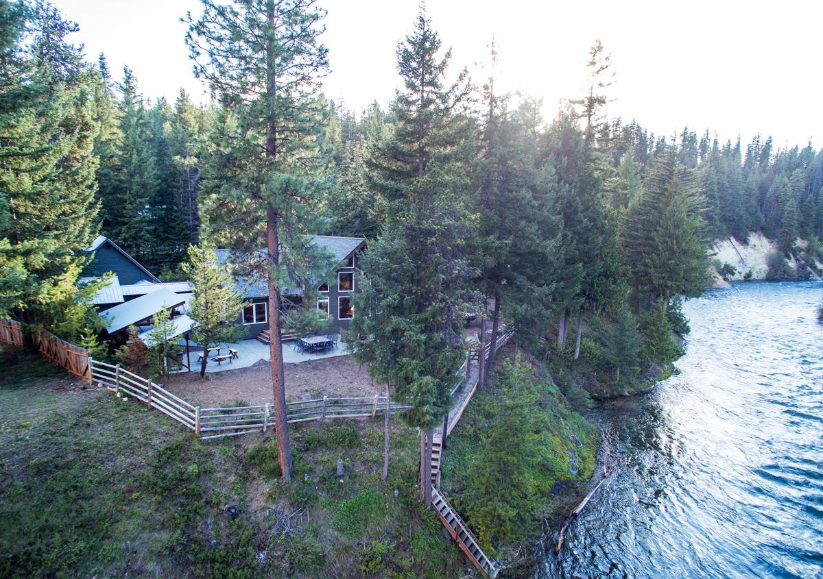 Maison unifamiliale pour l Vente à Wenatchee Riverfront 2220 Riffle Dr Leavenworth, Washington 98826 États-Unis