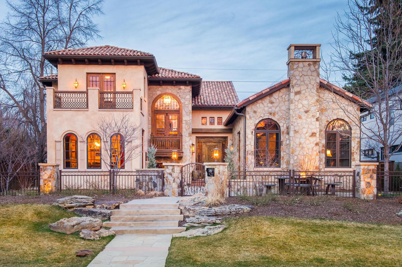 Maison unifamiliale pour l Vente à Charming, Old-World Custom Home on a Large Lot in Observatory Park 2550 S. Columbine Street Denver, Colorado, 80210 États-Unis