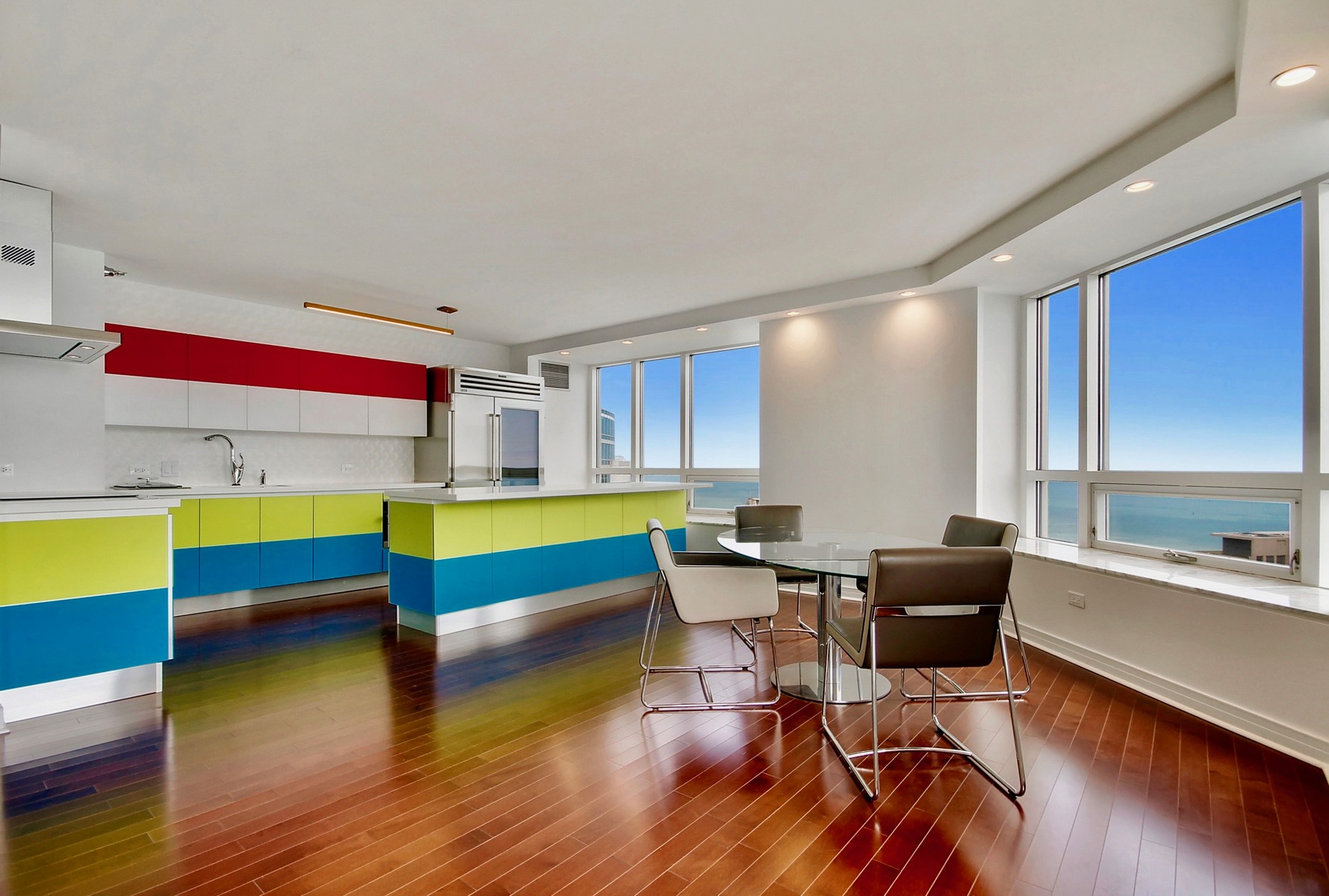 Appartement en copropriété pour l Vente à Awesome Three-Bedroom 512 N McClurg Court Unit 5104-06 Near North Side, Chicago, Illinois, 60611 États-Unis