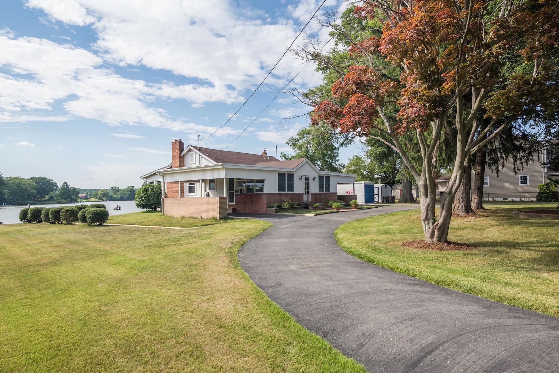 Maison unifamiliale pour l Vente à Deale 5926 Rockhold Dr Deale, Maryland 20751 États-Unis
