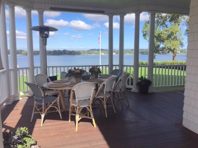 Частный односемейный дом для того Продажа на Waterfront Charmer 169 River Rd Red Bank, Нью-Джерси 07701 Соединенные Штаты